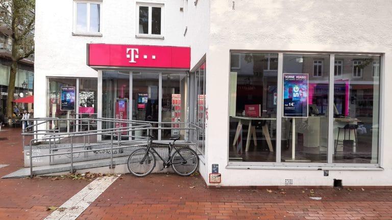Digitales Schaufenster. Ein sehr schickes Fahrrad sowie ein High Brightness Display der Telekom