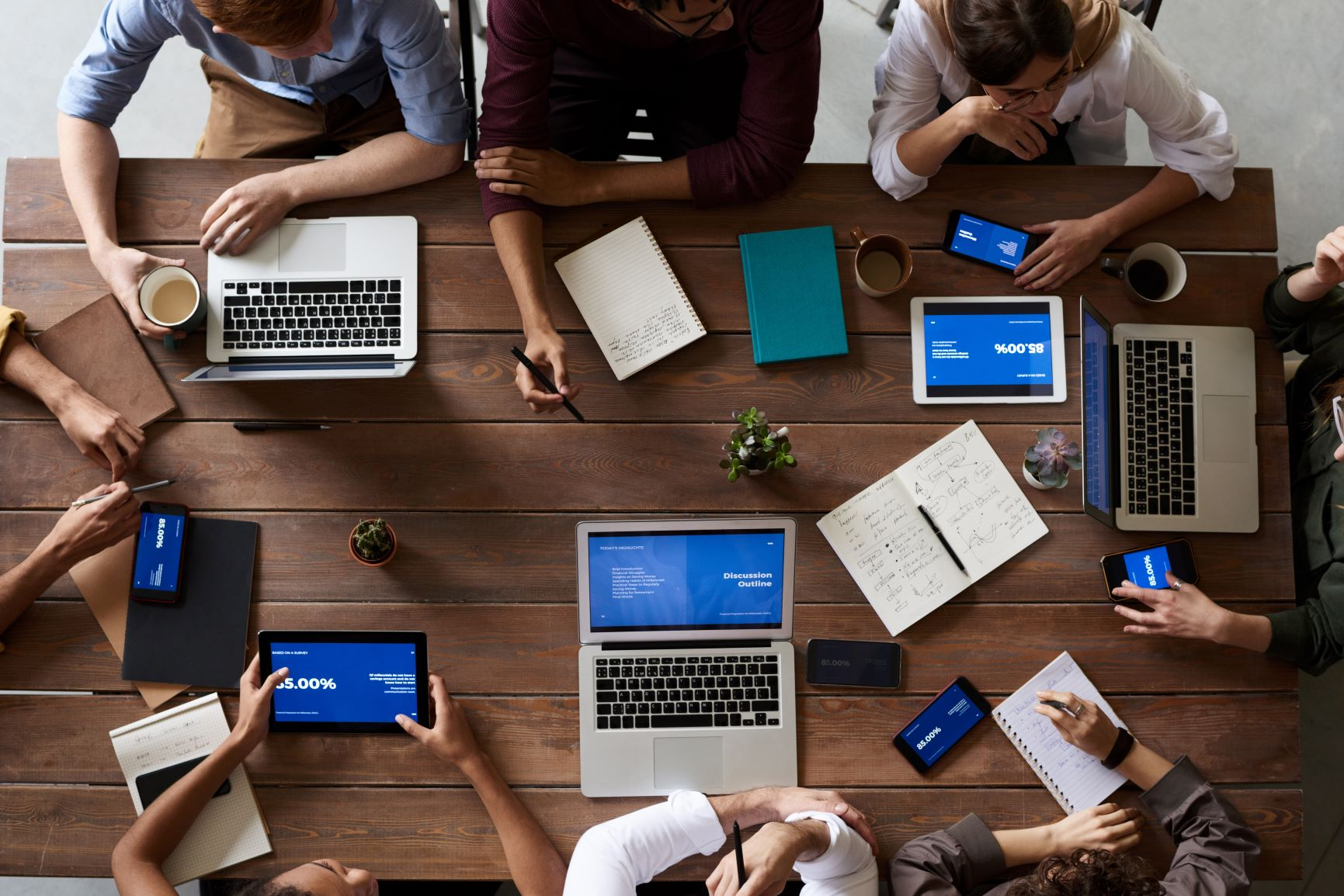 Zahlreiche Fachabteilungen sind bei der Entwicklung eines Digital Signage Systems involviert