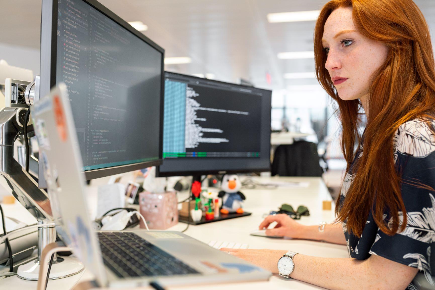 Technik und Software sind nicht alles. Der Nutzer muss eine Schulung erhalten, um die Möglichkeiten von Digital Signage ausnutzen zu können.