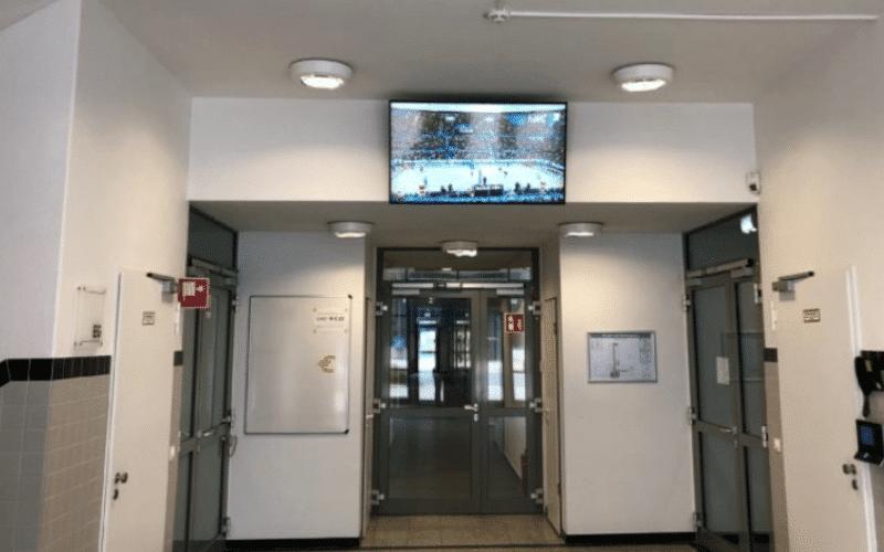 Digital Signage über einen Brandschutz Monitor