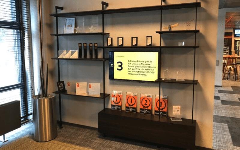 Ein Digitales Schwarzes Brett erreicht Besucher und Mitarbeiter über interaktive Inhalte